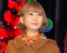 セカオワSaori、20年前のプリクラ公開 3兄弟でハグ「どこのアイドルかと」「美男美女」
