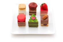 モミの木型のケーキも♡「パティスリー・サダハル・アオキ・パリ」丸の内&東京ミッドタウン限定プレートが素敵