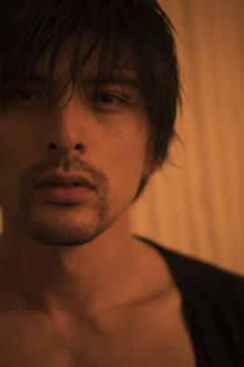 城田優、20周年記念写真集で貴重な「ヒゲ」&研ぎ澄まされた肉体美を披露
