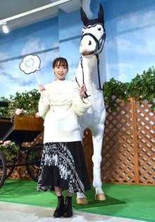飯豊まりえ、白馬の馬車でお姫様気分も「シートベルトないですよね」