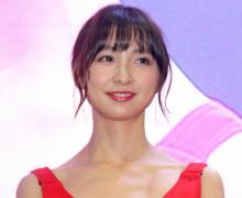 篠田麻里子、パンダ姿で太ももチラリ 「世界一パンダが似合う!」