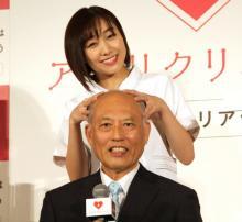 舛添要一氏、「ハゲ」攻撃受けた過去に嘆き 須田亜香里の頭皮マッサージにデレデレ