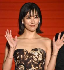 水川あさみ、結婚後初の公の場 東京国際映画祭で夫役・濱田岳と笑顔振りまく