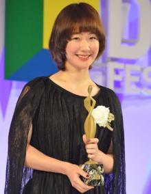 【東京ドラマアウォード】黒木華『けもなれ』で助演女優賞 朱里役「やっていても楽しかった」