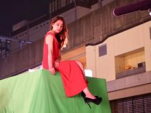 """新木優子、真っ赤なスリット入りドレスで""""イイ女""""「大人の魅力を放ってますね」"""