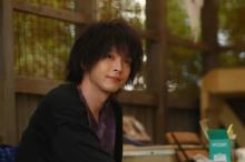 中村倫也が「麻酔薬のような男」を好演、『凪のお暇』で「助演男優賞」受賞【第17回コンフィデンスアワード・ドラマ賞】
