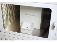 プロポーズプレゼント用のネックレスが自動販売機で発売!