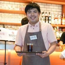 """渋谷ハロウィンへの""""アンチテーゼ""""? 存在感がハンパない「店長みたいなバイト」ほか、""""地味すぎる仮装""""まとめ"""