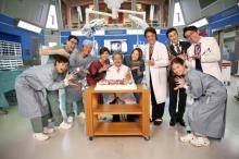 西田敏行、72歳誕生日を『ドクターX』ファミリーが祝福
