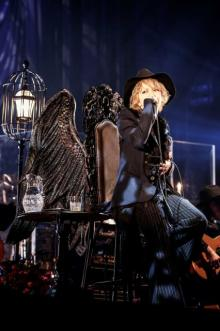 HYDE、誕生日の『黒ミサ』ライブ映像作品 初回盤に舞台裏ドキュメント収録