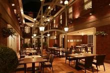 巨大なミルフィーユも初登場♡神戸北野ホテルの「いちごブッフェ」はフードも充実のディナータイムに開催!