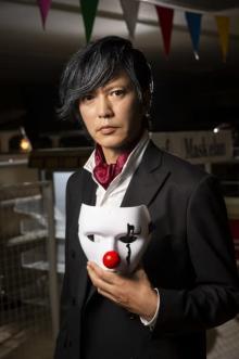 田辺誠一、世界的奇術師ビジュアル披露 『探偵が早すぎる』SPにゲスト出演「マジックの練習もしました」
