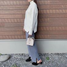 GU新作の「ワイドストレートニットパンツ」は楽なのにおしゃれ♩今年らしいこなれ感のある着こなしに最適です