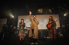ジェニーハイ、六本木ヒルズフリーライブで3000人熱狂 千鳥ノブも登場、得意の「Lemon」を生歌唱