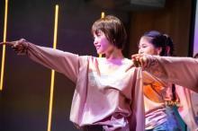 高橋愛、プロダンサーとキレキレダンス 1ヶ月の練習で華麗なステップ