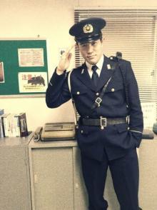 鈴木亮平、警察官姿披露「こんな警察官いそー!」「銭形さんを思い出しました」と反響