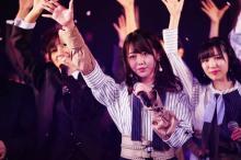 "AKB48""最後の1期生""峯岸みなみ、後輩101人背に卒業発表「頭が真っ白」"