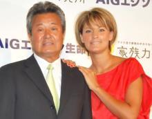 梅宮アンナ、父・辰夫さんとの思い出の写真を公開 幼少期のアンナを肩車する姿も