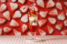 """盛り盛りパフェで幸せチャージ完了♡ルミネエスト新宿に期間限定で登場する""""苺スイーツ専門店""""に行ってみたい"""