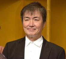 東野圭吾、出版界への貢献で受賞 ユーモアたっぷりにスピーチ「出版界を儲けさせて…」