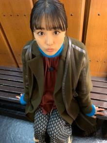 """大友花恋、2019年出演作多数で感謝「なんともありがたい」 """"上目遣い""""オフショットも披露"""