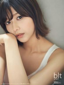 欅坂46・渡邉理佐の表紙グラビア誌、「写真集」初登場2位 激戦週を席巻