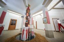 『やんばるアートフェスティバル』が開幕 野性爆弾くっきー!のデスマスクアート展示