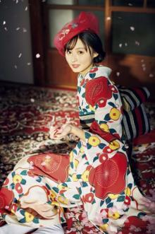 乃木坂46・遠藤さくら、着物をまとい可憐な姿 『FLASHスペシャル』裏表紙飾る