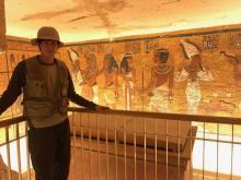 岩永徹也、エジプト古代遺跡の発掘現場へ「大きすぎて見えなかった」