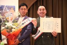 ミルクボーイ、天王寺区役所を表敬訪問 生涯大阪宣言「ずっと大阪で漫才に精進します」