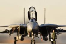 「まるで映画の1シーン」シドラ湾事件で活躍した『F-14Aトムキャット』の発艦前を再現