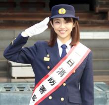 山谷花純「放水、始めー!」柴又帝釈天で叫ぶ 一日消防署長に就任で防火呼びかけ