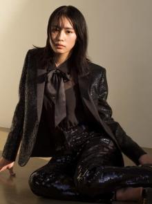 南沙良『GQ JAPAN』最新号に登場 クールな表情で誌面を飾る