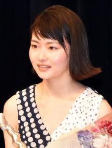 山田杏奈、初めての受賞に喜び爆発 映画通じ「アコースティックギター続けてる」