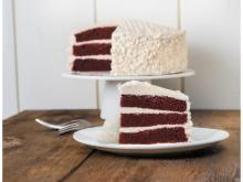 """""""赤""""と""""白""""の色合いが情熱的!大切な人と食べたいアメリカ南部発祥のケーキ"""