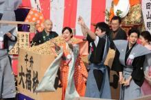 【スカーレット】戸田恵梨香、大島優子ら節分の豆まきに登場