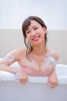 AKB48大家志津香、加入13年目で初DVD 沖縄の海でビキニ&浴衣姿を披露
