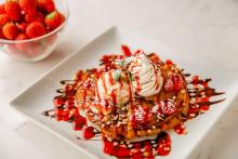 苺づくしのアジアンスーツで春の訪れを感じて♡「モンスーンカフェ」でストロベリーフェアがはじまります