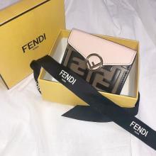 スタイリッシュな見た目に惚れ惚れ。「FENDI」のミニ財布は大人っぽくてシンプル好きにはたまらないって噂♡