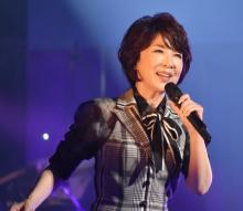 """伊藤蘭、スーちゃん制作曲をライブのトリに 観客もイメージカラーの""""青""""で応える"""