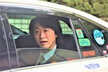 喜多村緑郎、出演舞台初日終える 報道陣に無言で頭下げる