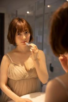 花澤香菜の写真集3・16発売 30歳節目に「かなり攻めた」透け感ワンピース