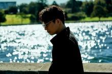 星野源「私」MVをYouTubeで公開 歌唱シーン中心に全編フィルムで撮影