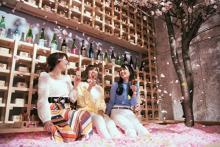 5日間だけのお楽しみ!桜の花びらに埋もれてインドアお花見が体験できちゃう「サクラチルバー」が渋谷で初開催♩