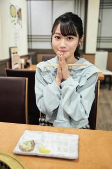 小倉唯、初の一人焼肉に挑戦? 『My Girl』プライベート風なカット公開