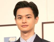 """瀬戸康史、シュールすぎる""""折り鶴""""写真に反響「ゆ、夢に出てきそう…」「キモカワ笑」"""