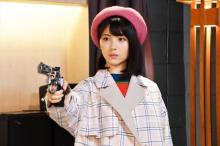 『アリバイ崩し承ります』犯人は浜辺美波!? 安田顕に銃を突き付ける