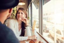 デート中、男性に「可愛げがないな」と思われてしまう女性の行動