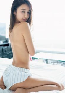 美BODYモデル・加治ひとみ、圧巻スタイル披露 女性に支持され『深イイ話』出演