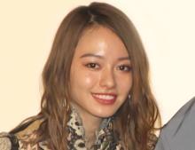 山本舞香、デコルテあらわな透けシースルー姿「美人すぎて目がやられる」「食べちゃいたい」